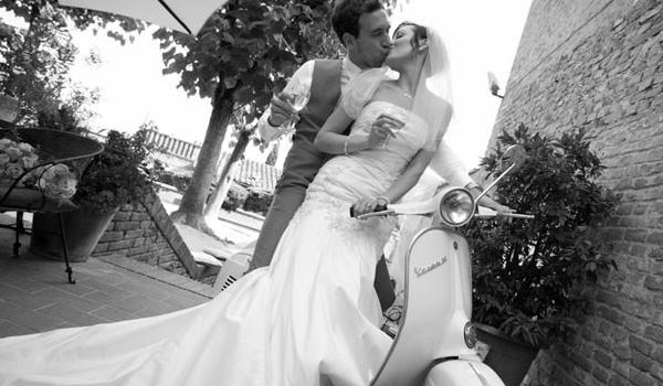 sposi vespa matrimonio