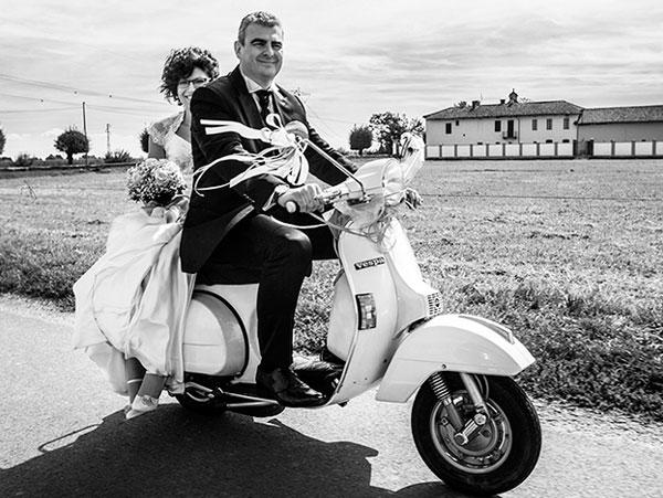 Matrimonio In Vespa : Matrimonio in vespa rock anni converse e